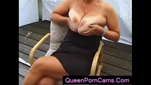 Boob, Huge boobs