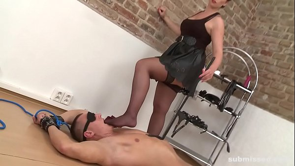Mistress t, Submission